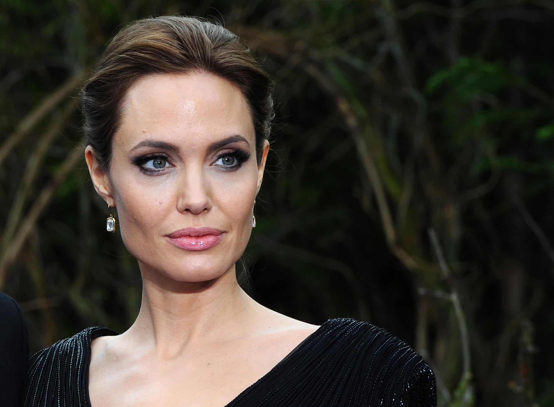 Angelina Jolie Cyborg 2 1993 these celebrities are from a royal family - soolide