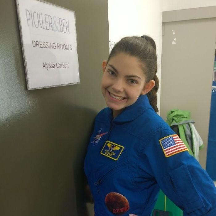 À 17 ans, elle a été choisie par la NASA pour être la première humaine à fouler le sol sur Mars ...